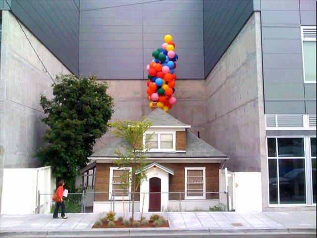 perierga.gr - Αρνήθηκε 1 εκατ. δολάρια για να πουλήσει το σπίτι της!