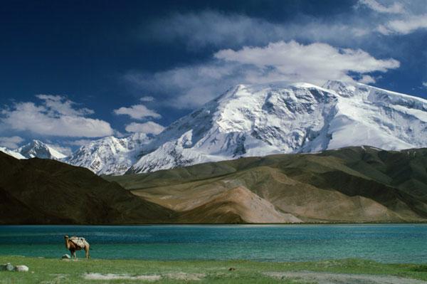 perierga.gr - Karakul: Η λίμνη που αλλάζει χρώματα!