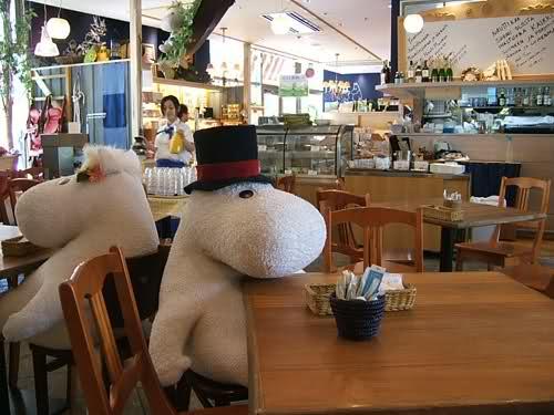 "perierga.gr - ""Moomin"": Δειπνήστε παρέα με ένα... λούτρινο!"