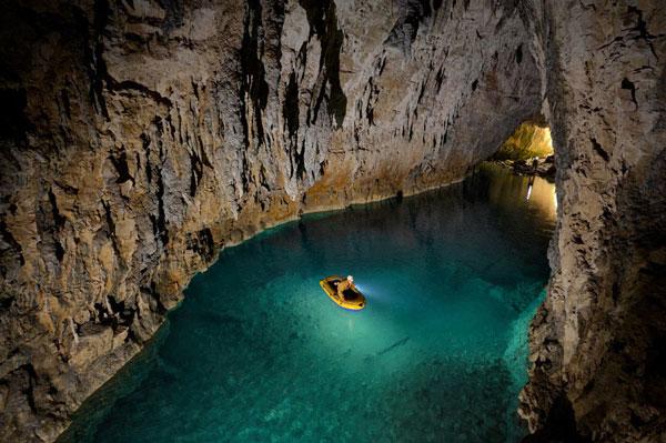 perierga.gr - Φωτογραφίζοντας τις ωραιότερες υπόγειες σπηλιές!