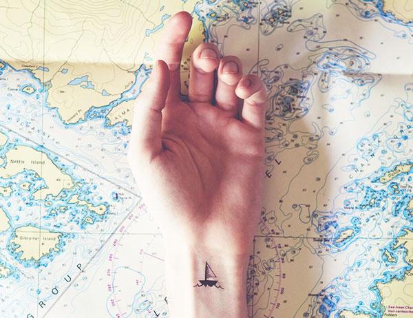 perierga.gr - Μικροσκοπικά τατουάζ απόλυτα ταιριαστά με το φόντο!