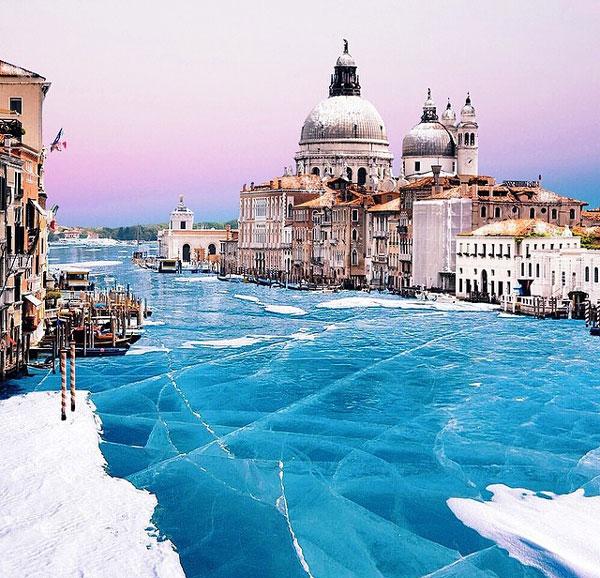 perierga.gr - Η Βενετία… πάγωσε!