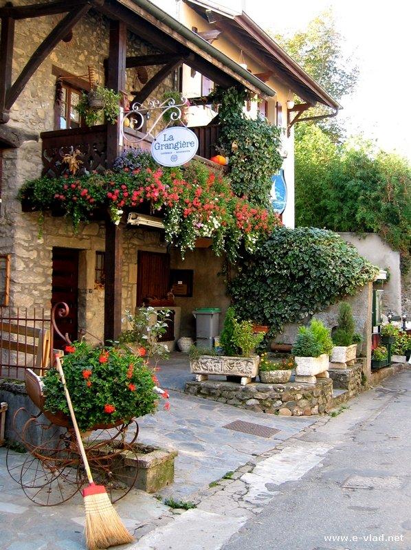 perierga.gr - Yvoire: Μικρός γαλλικός επίγειος παράδεισος!