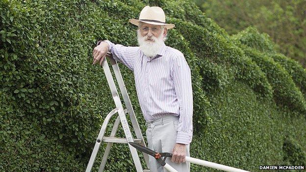 perierga.gr - 10 χρόνια κηπουρικής για έναν... δράκο