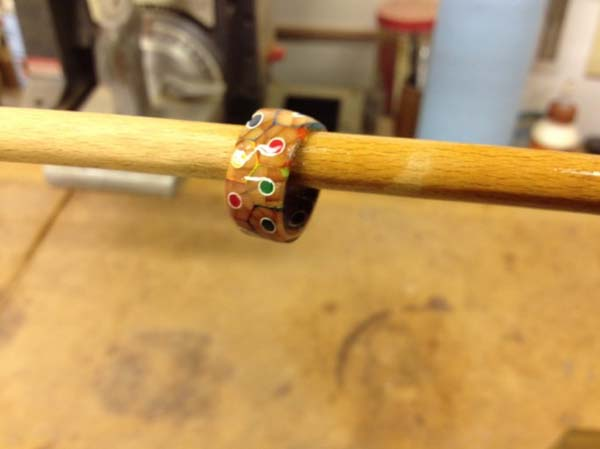 perierga.gr - Πώς θα φτιάξετε ένα δαχτυλίδι από ξυλομπογιές!