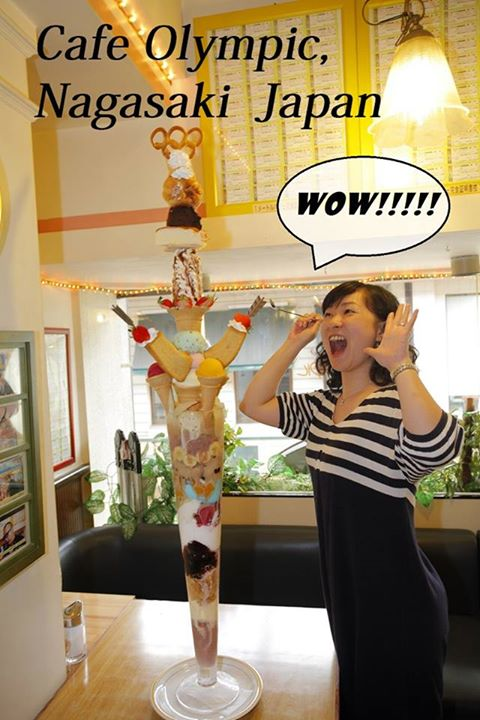 perierga.gr - Café σερβίρει παγωτό που φτάνει το... 1,5 μέτρο!