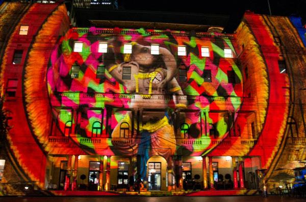 perierga.gr - Vivid Sidney: Τα κτήρια του Σίδνεϊ φωτίζονται!