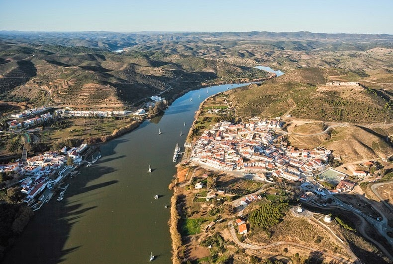 perierga.gr - Από Ισπανία... Πορτογαλία μέσω καλωδίου!