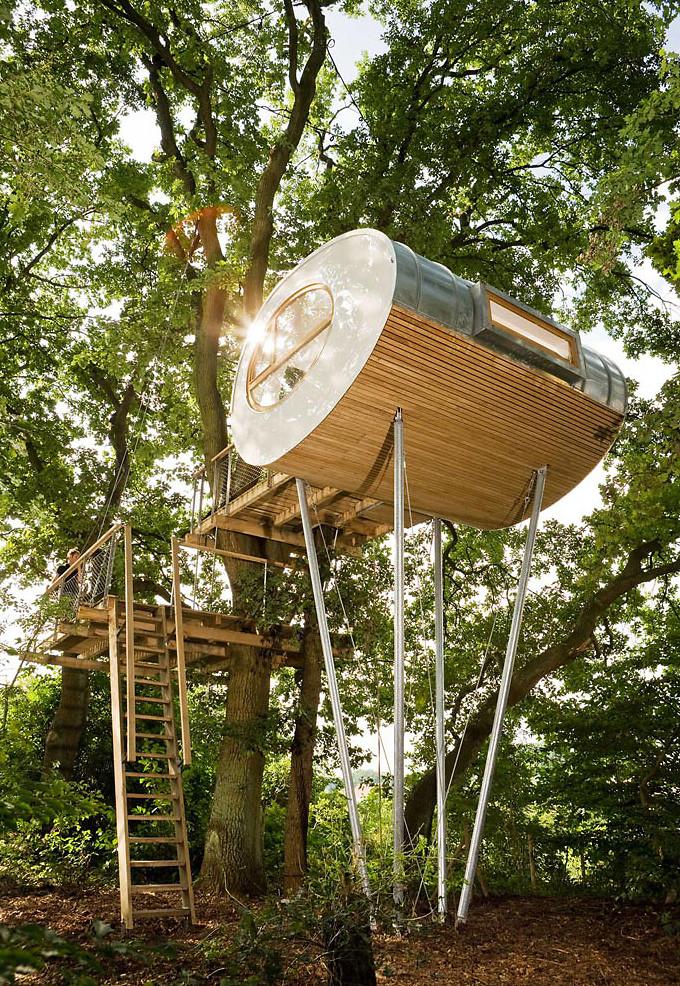perierga.gr - Εξοχικό σπίτι πάνω σε δέντρο!