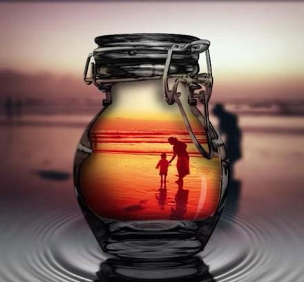perierga.gr - Ο κόσμος μέσα από ένα μπουκάλι!