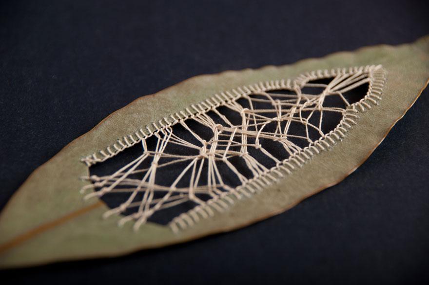 perierga.gr - Κεντημένα φύλλα στο χέρι!