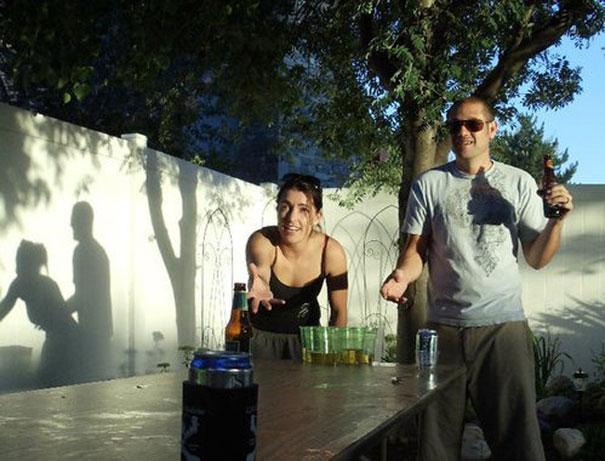 perierga.gr - Παράξενο παιχνίδι με τις σκιές!