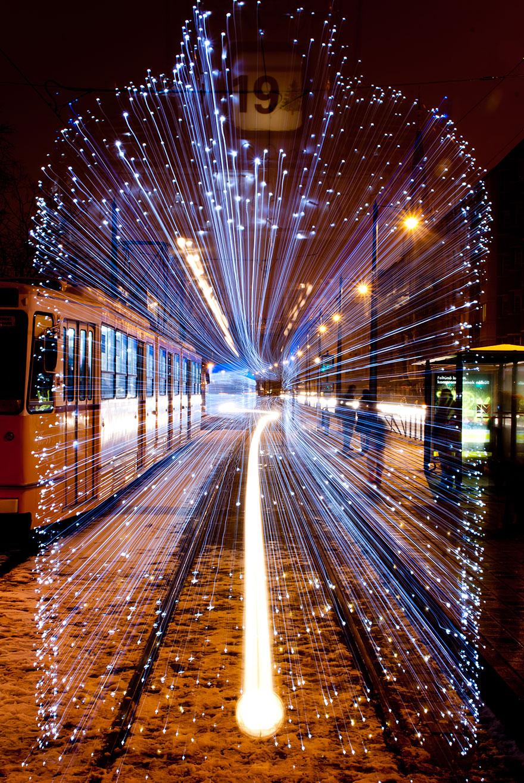 perierga.gr - Τα τραμ της Βουδαπέστης μοιάζουν με... high speed τρένα!