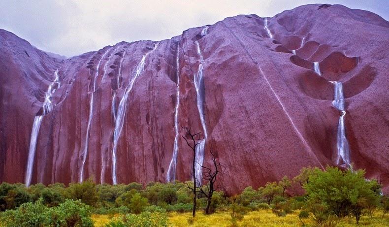 perierga.gr - Σπάνιο θέαμα στον βράχο Uluru!