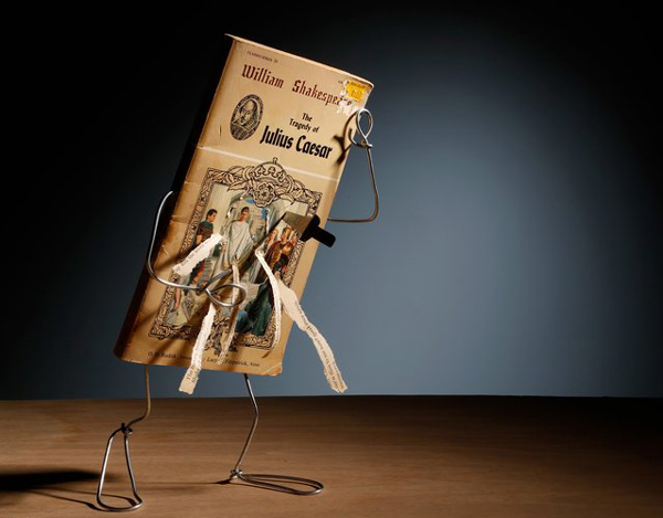 perierga.gr - Βιβλία ζωντανεύουν με σύρμα στα χέρια του καλλιτέχνη!