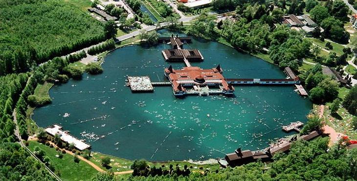 perierga.gr - Η μεγαλύτερη γεωθερμική λίμνη της Ευρώπης