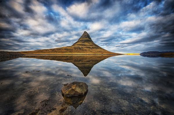 perierga.gr - Kirkjufell: Το «φωτογενές» βουνό!