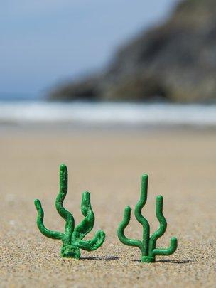 perierga.gr - Η παραλία που… ξεβράζει Lego!