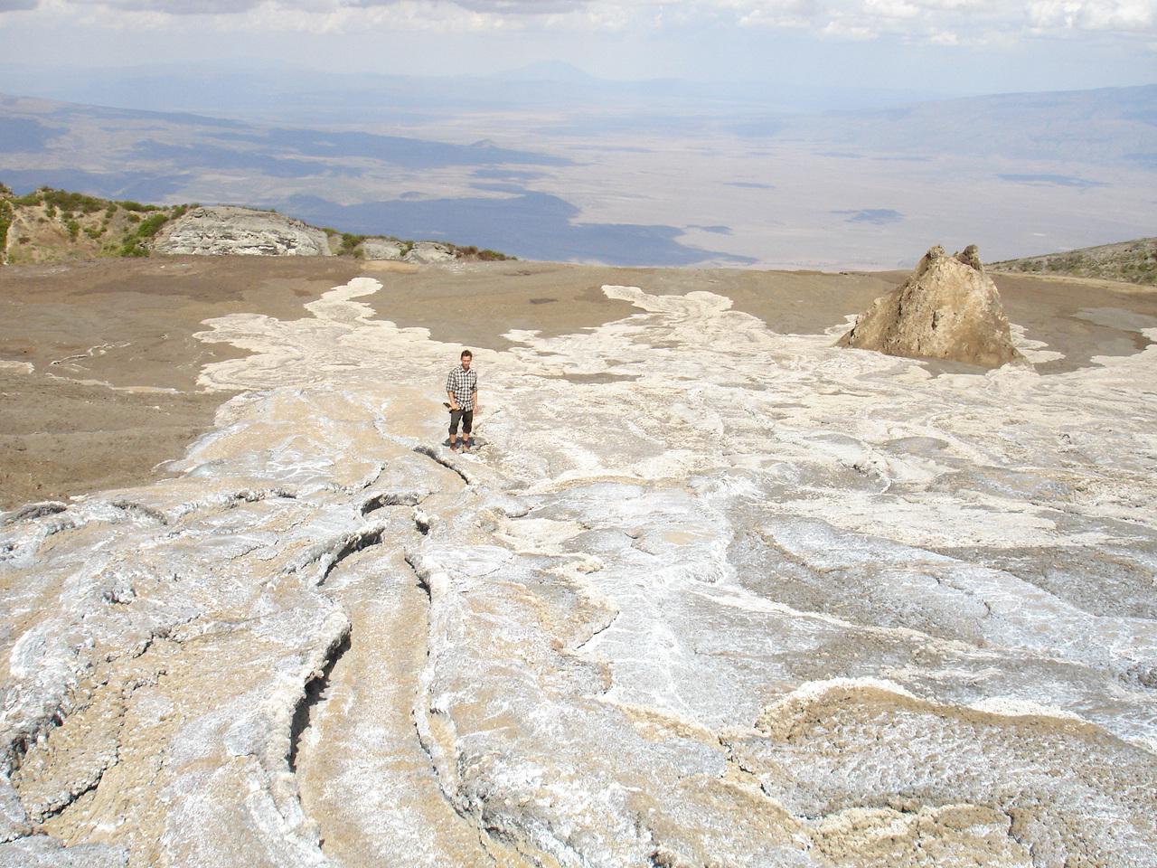 perierga.gr - Το πιο παράξενο ηφαίστειο στον κόσμο βγάζει… ασημί λάβα!