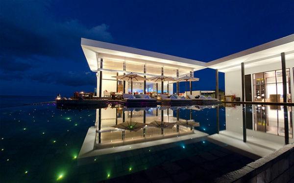 Perierga.gr - Εντυπωσιακές πισίνες πολυτελών ξενοδοχείων στον κόσμο