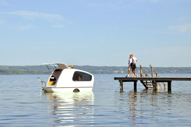 Perierga.gr - Μίνι τροχόσπιτο για στεριά και… θάλασσα
