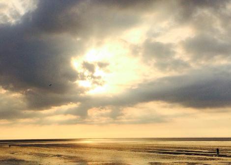 perierga.gr - Ο Καρλ Μαρξ ή ο Θεός στα σύννεφα;