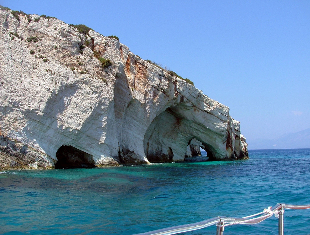 dinfo.gr - Οι 8 πιο εντυπωσιακές θαλασσοσπηλιές της Ελλάδας