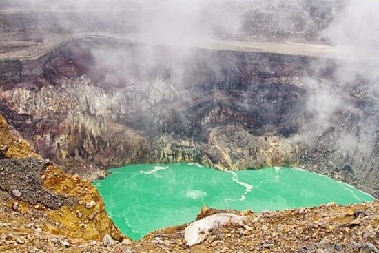perierga.gr - 9 πανέμορφες αλλά θανατηφόρες θερμές λίμνες