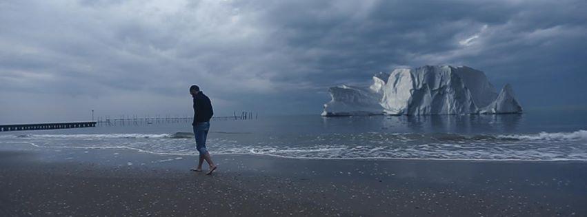 perierga.gr - Ιταλός εξερευνητής θα ζήσει για 1 χρόνο σε παγόβουνο που λιώνει!