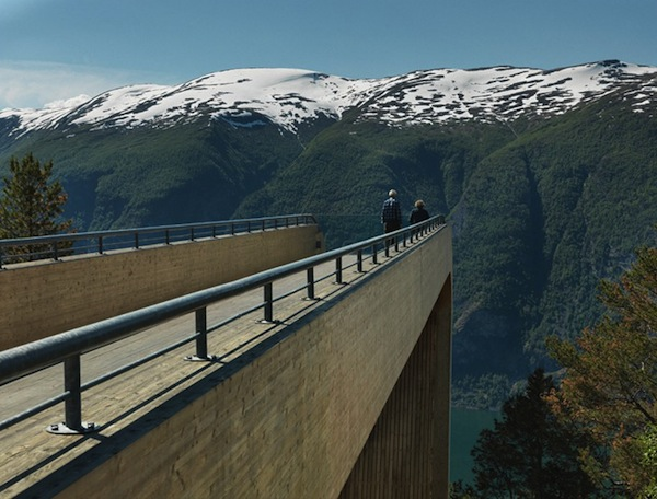 Perierga.gr - Μια γέφυρα στο... κενό!