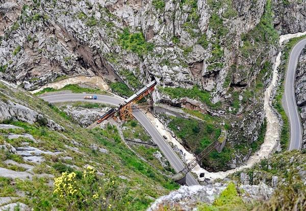 perierga.gr - Η γέφυρα του… Διαβόλου!