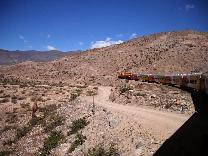perierga.gr - Τρένο ταξιδεύει… στα σύννεφα!