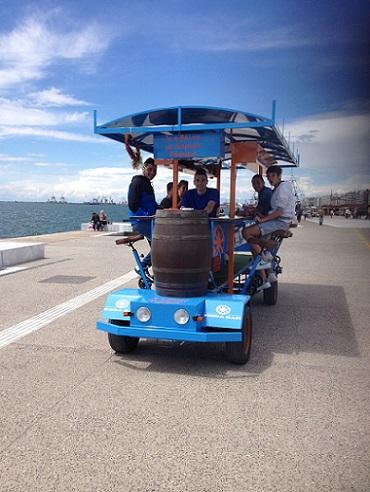 perierga.gr - Roda bar: Ποτό σε τέσσερις τροχούς στη Θεσσαλονίκη!