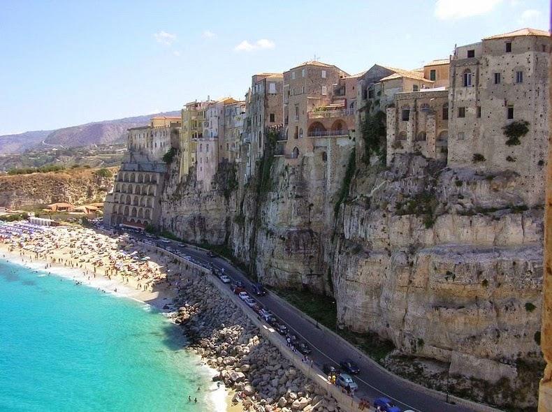 perierga.gr - Η «πόλη των βράχων» κερδίζει τις εντυπώσεις!
