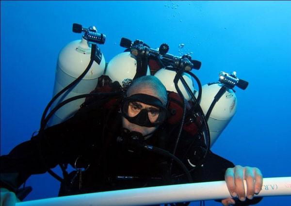 perierga.gr - Ρεκόρ Γκίνες με κατάδυση στα 332 μέτρα!