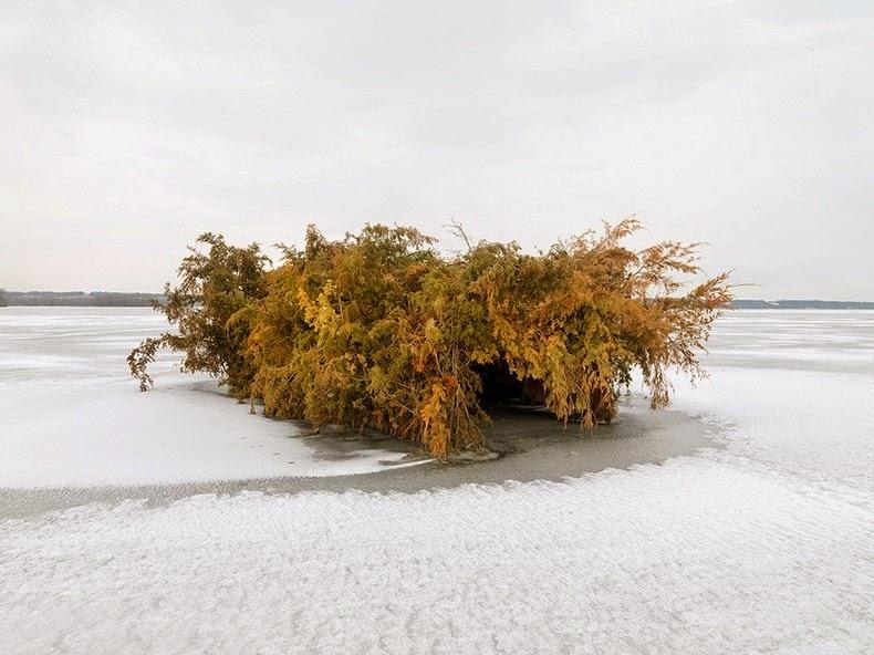 perierga.gr - Η περίεργη ομορφιά ενός καταφυγίου κυνηγών στο ποτάμι!