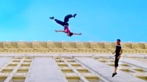 perierga.gr - Χορεύοντας πάνω στους τοίχους! (βίντεο)
