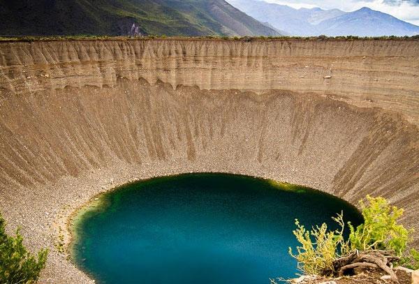 perierga.gr - To εντυπωσιακό «πηγάδι των ψυχών»