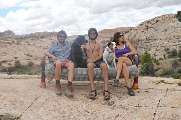 perierga.gr - Ταξιδεύοντας στην Αμερική με έναν... καναπέ!