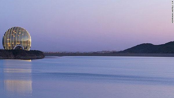 perierga.gr - Το καλύτερο ξενοδοχείο για το 2014 ανοίγει τις πύλες του!