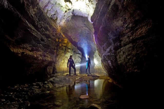 perierga.gr - Απόκοσμη σπηλιά με υπόγειες σήραγγες!