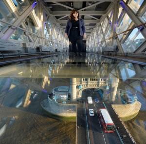 perierga.gr - Γυάλινη πεζογέφυρα στην Tower Bridge!