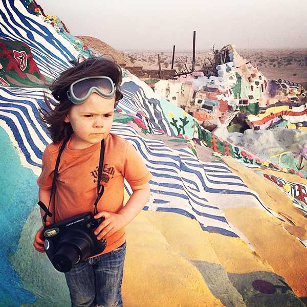 perierga.gr - 4χρονος φωτογράφος ταξιδεύει στον κόσμο!