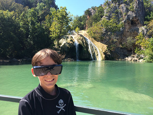 perierga.gr - 9χρονος γυρίζει τον κόσμο πριν τυφλωθεί εντελώς!