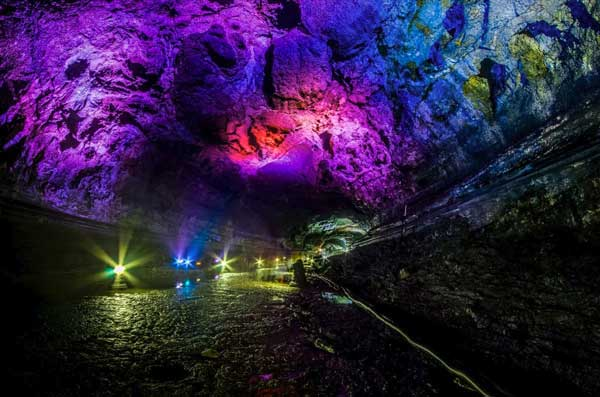 perierga.gr - Ασυνήθιστα σπήλαια λάβας!