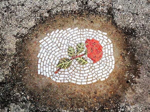 perierga.gr - Ψηφιδωτά λουλούδια στις λακκούβες του Σικάγου!