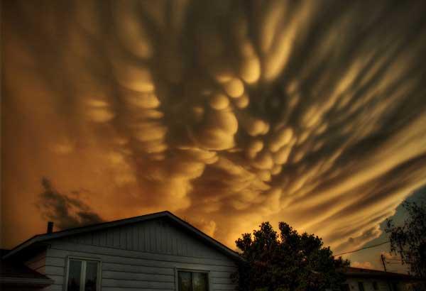 perierga.gr - Ασυνήθιστα σύννεφα στον ουρανό!