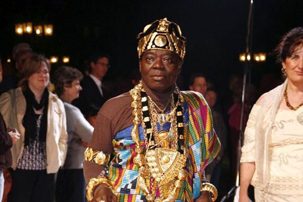 Perierga.gr - Αφρικανός βασιλιάς διοικεί το βασίλειό του μέσω... skype!