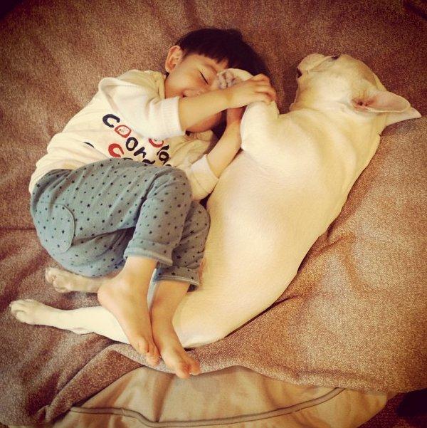 perierga.gr - Μωρά κοιμούνται σε παράξενες στάσεις!
