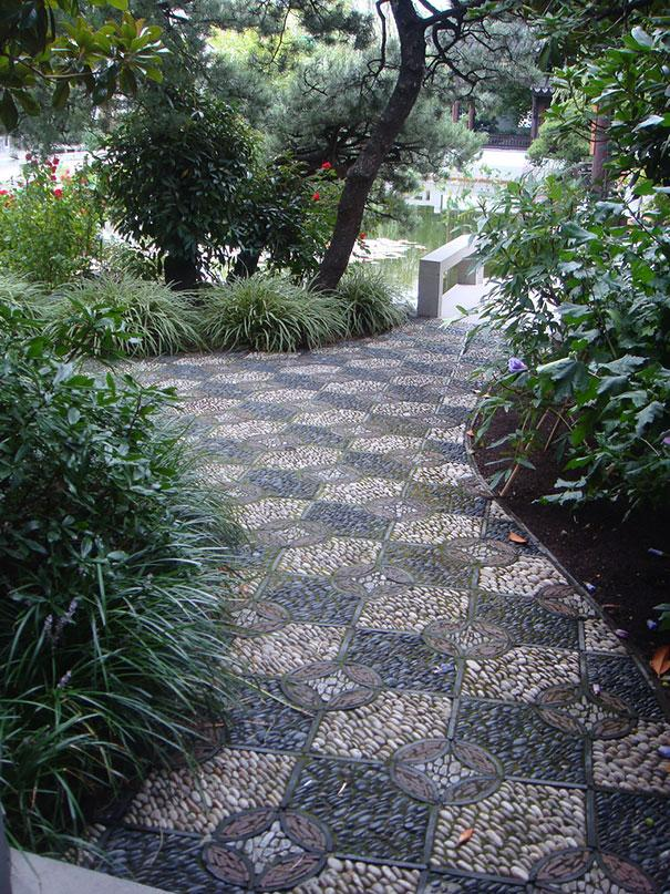 Perierga.gr - Εκπληκτικά διακοσμημένα μονοπάτια σε κήπους